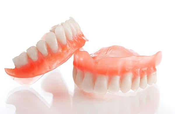 akrilovye-zubnye-protezy-foto-3