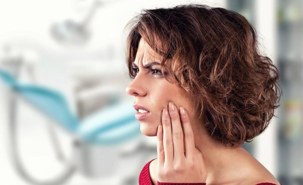 Что делать если часть зуба откололась и царапает десну